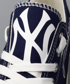 New York Yankees Print Low Top Canvas Sneakers