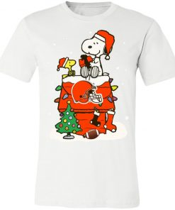 A Happy Christmas With Cleveland Browns Snoopy Unisex Jersey Tee