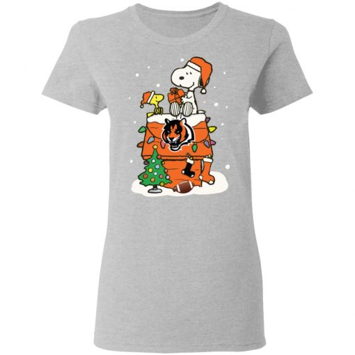 A Happy Christmas With Cincinnati Bengals Snoopy Women's T-Shirt