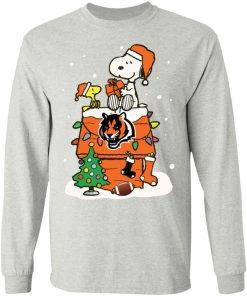 A Happy Christmas With Cincinnati Bengals Snoopy LS T-Shirt